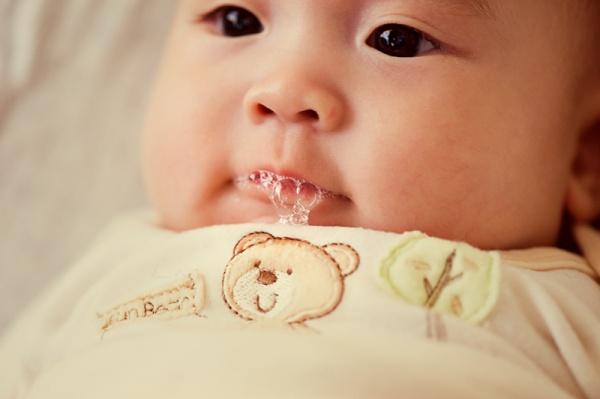 Benarkah Rambut Gugur Selepas Bersalin Disebabkan Oleh Bayi Main Buih?